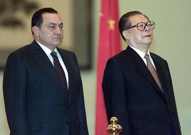Hosny Mubarak con Jiang Zemin (Ansa)