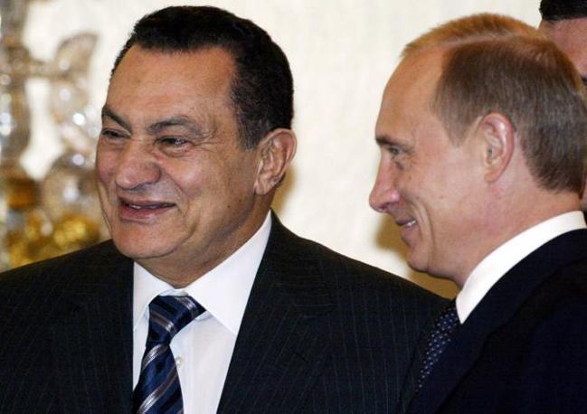 Hosny Mubarak  con Vladimir Putin (Ansa)