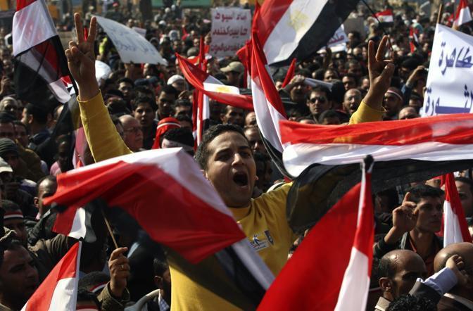 Slogan, canti per la vittoria contro Mubarak (Ap)