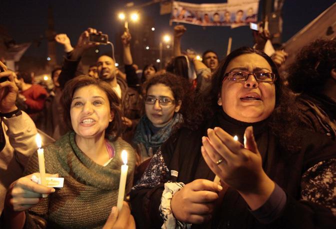 Le dimissioni di Mubarak un evento da celebrare. L'1 febbario ha visto feste per tutto il giorno in Egitto e la notte fiaccolate (Reuters)