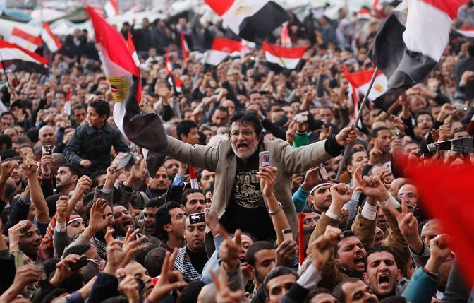 La piazza urla contro Mubarak che non si è dimesso, 10 febbraio (Getty Images)