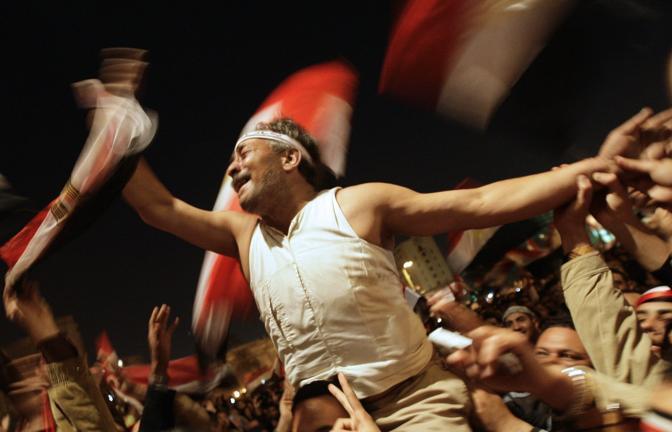 Mubarak si dimette: boato in piazza Taharir (Epa)