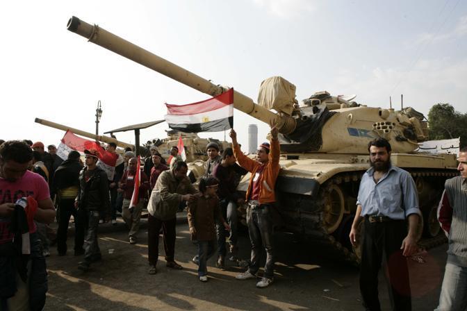 La piazza festeggia le dimissioni di Mubarak (Graffiti Press)