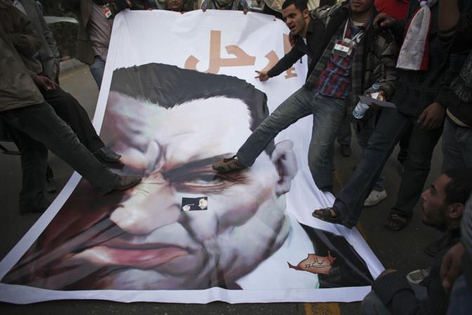 Proteste contro il presidente Mubarak (Ap)