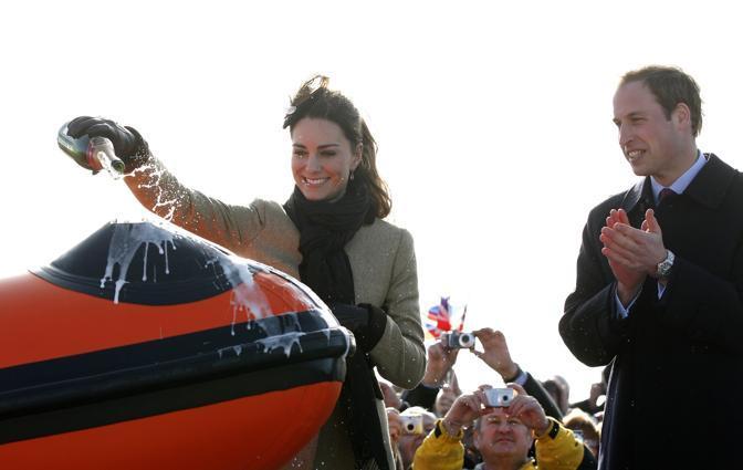 La Middleton, che sposerà William il 29 aprile, ha fatto da madrina alla cerimonia di battesimo della nave, cantando in modo perfetto sia l'inno nazionale inglese che quello gallese (Reuters)