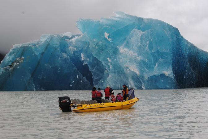 La scossa ha generato degli iceberg sul lago Tasman (Epa)