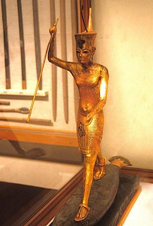 Rubata anche una statua in legno placcato oro di Tutankhamon mentre caccia