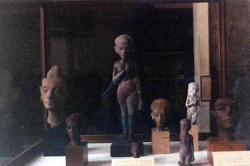 Manca anche una testa in pietra di una principessa di Amarna (forse una di queste)