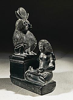 Rubata la statuetta in pietra di una scriba di Amarna (forse questa)