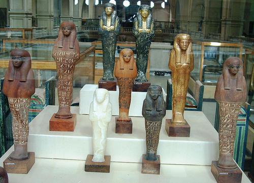 Mancano all'appello 11 statuette in legno