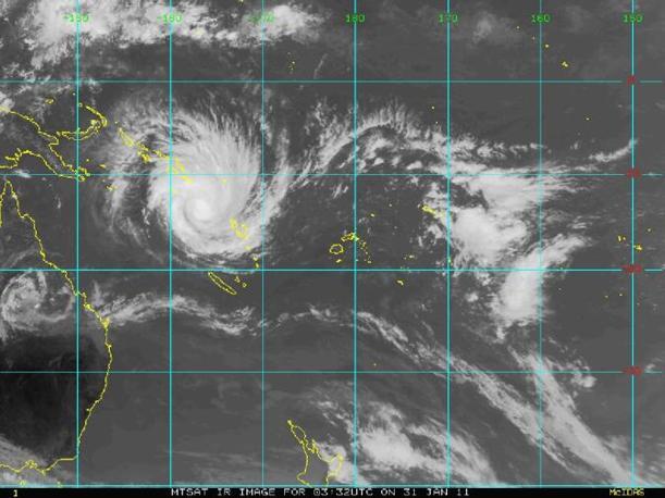 Il ciclone Yasi visto dal satellite del Meteorological Service delle Fiji mentre passa vicino alle isole Salomone Vanuatu (Reuters)