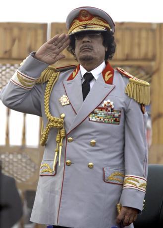 In divisa militare  il 12 giugno 2010 a Tripoli (Epa)