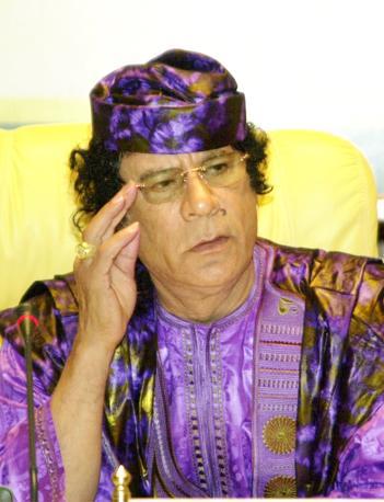 Luglio 2005, il Colonnello in viola a Sirte (Ap)
