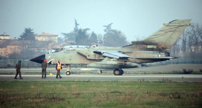 San Damiano, Piacenza - Nella base italiana anche i tornado dell'aeronautica italiana sono pronti per un eventuale utilizzo