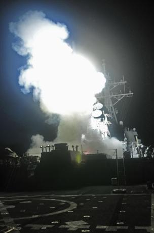 Almeno 110 i missili da crociera Tomahawk, secondo il Pentagono, sono stati lanciati su una ventina di obiettivi sensibili del Colonnello Muammar Gheddafi: batterie contraeree, basi e depositi di carburante  (Ap)