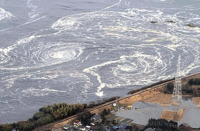 Gorghi di fronte a Iwaki Fukushima (Ap)