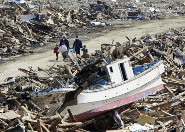 Dopo lo tsunami a Minamisanriku (Reuters)