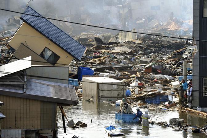 Alcuni superstiti devono la vita a un container galleggiante (Reuters)