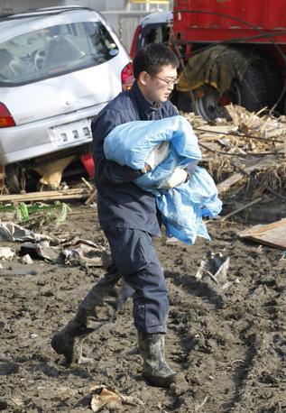 Questo bambino non ce l'ha fatta: trovato morto in un'auto (Reuters)