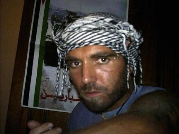 Alcune immagini di Vittorio Arrigoni, il pacifista italiano 36enne rapito e ucciso a Gaza (Facebook/Ansa)
