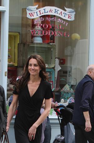 Shopping in King's Road: Kate Middleton  nel quartiere di Chelsea,  a dieci giorni dal matrimonio con il principe William (LaPresse)
