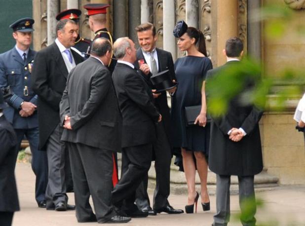 """I 'royal watcher' hanno storto il naso notando che il calciatore ha """"spillato"""" la decorazione a destra, apparentemente al bavero sbagliato (Afp)"""