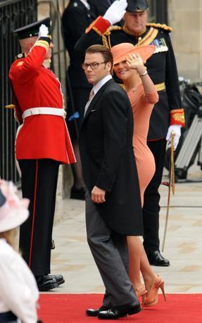 La principessa Vittoria di Svezia con il marito (Afp)