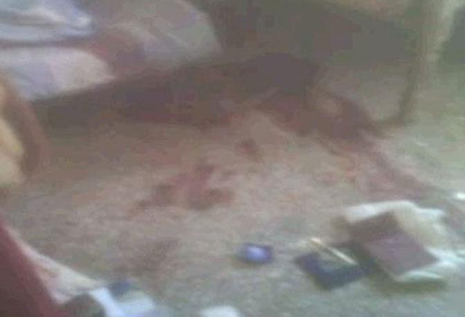 La foto della camera da letto di Bin Laden. Ai piedi del letto macchie di sangue