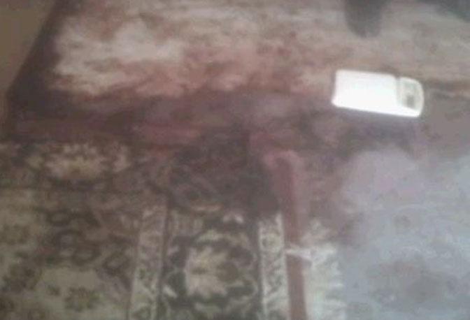 Il tappeto macchiato di sangue
