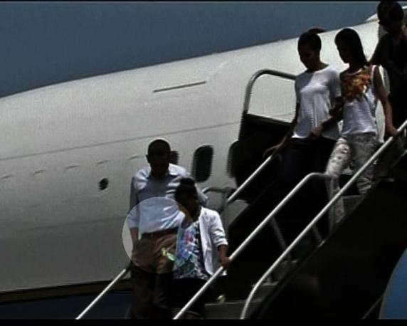 Obama il 29 aprile scende  intorno alle 14 alla base dell'aviazione americana a Cape Canaveral, Florida. L'intera sequenza è stata trasmessa da Rainews 24