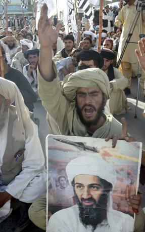 Nella città sede della «shura», il consiglio che coordina le attività terroristiche dei militanti talebani in Afghanistan e in Pakistan, sono stati scanditi slogan contro gli Stati Uniti (Epa)