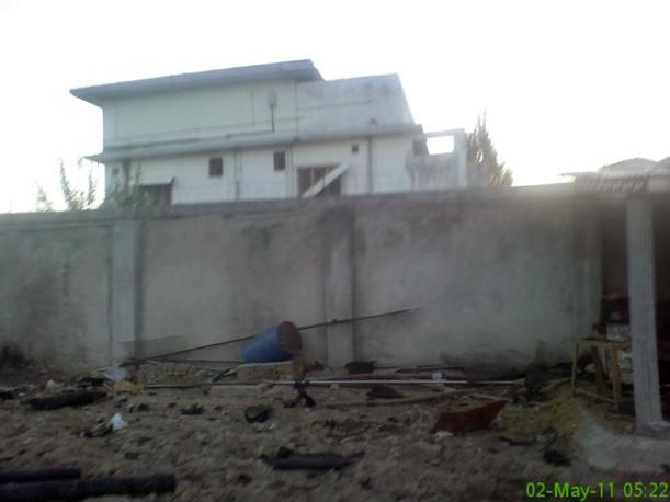 Il terreno del compound di Osama ad Abbottabad dopo il raid americano (Reuters)