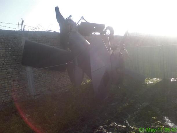 Un pezzo dell'elicottero americano danneggiato (Reuters)