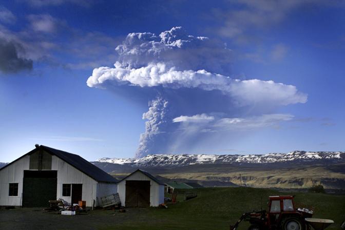 Si risveglia il vulcano islandese Grimsvotn, situato sul più grande ghiacciaio d'Europa (Afp)