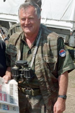 Ratko Mladic a Zepa nel 1995 (Reuters)