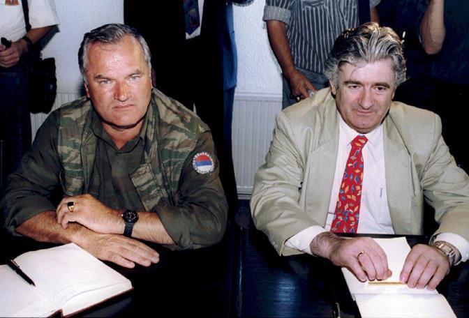 Radovan Karadzic e Ratko Mladic a Pale nel 1994 (Reuters)