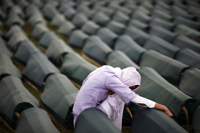 Alcune delle vittime del massacro di Srebrenica. Era il 1995 (Reuters)
