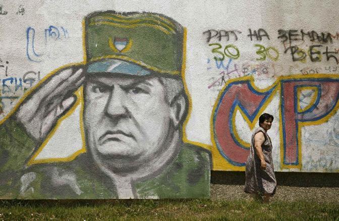 Un murale dedicato a Ratko Mladic a Belgrade, nel giugno 2009 (Reuters)