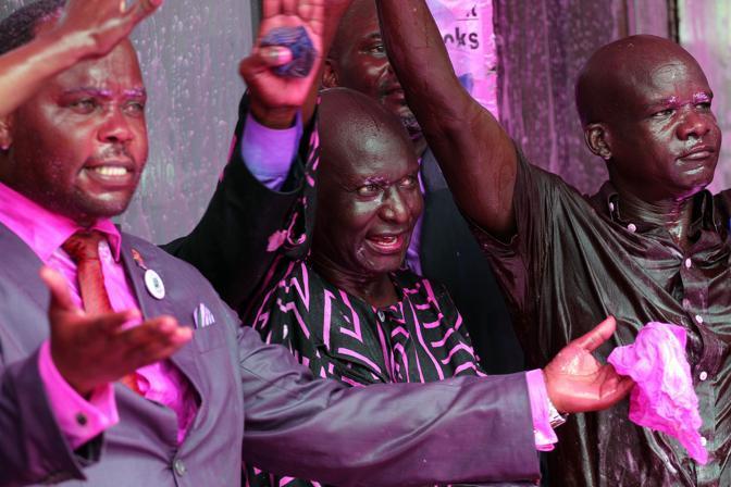 Olara Otunnu dopo l'azione della polizia: il leader degli oppositori Norbert Mao è stato arrestato dopo aver tentato di tenere un discorso a Kampala (Afp/Hoffer)
