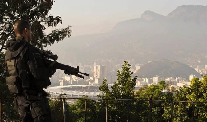Lo stadio Maracanã visto dalla favela (Afp/Scorza)