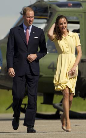 Altre immagini di Kate e William durante il loro viaggio tra Canada e Stati Uniti (Sopra, a Calgary, foto Ap). Kate ha spesso sfoggiato abiti dai colori vivaci come nella tradizione della corona britannica