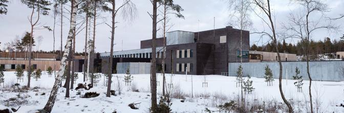 Immerso in 30 ettari di foresta, dotato di tv a schermo piatto, mobili moderni, stanza per la musica e percorso per il jogging. � il carcere di Halden, a una manciata di chilometri da Oslo, dove quasi certamente sar� rinchiuso Anders Breivik (Olycom)