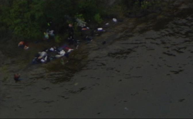 La fuga a nuoto dall'isola (Reuters)