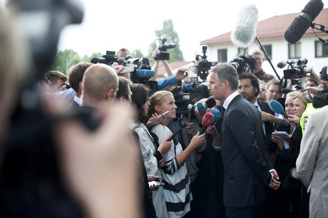 Le televisioni di tutto il mondo interrogano Jens Stoltenberg (Epa)