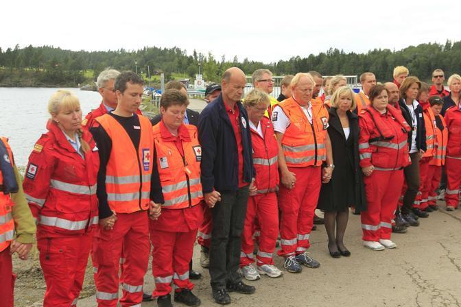 I volontari della Croce Rossa con il ministro della Salute Anne-Grete Stroem-Eriksen