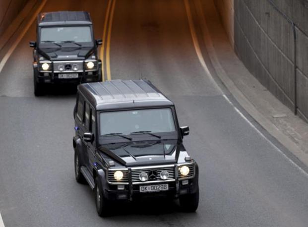 Il veicolo blindato con a bordo Anders Behring Breivik, l'autore della strage in Norvegia, in tribunale (Reuters)