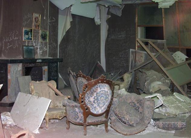 15 aprile 1986: i resti della casa di Gheddafi distrutta dal raid aereo americano ordinato da Ronald Reagan (Afp)