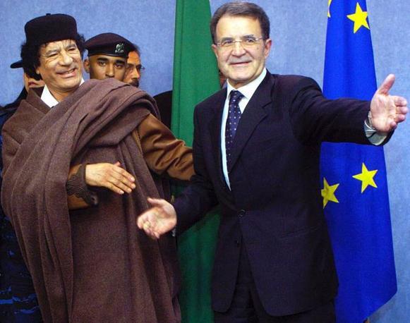 Con Romano Prodi presidente della Commissione Europea nel 2004 (Epa)