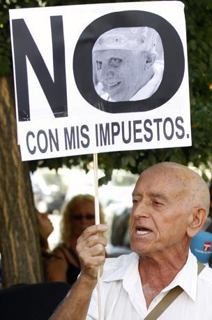 «Non con le mie tasse» è un altro dei manifesti visti per le strade di Madrid