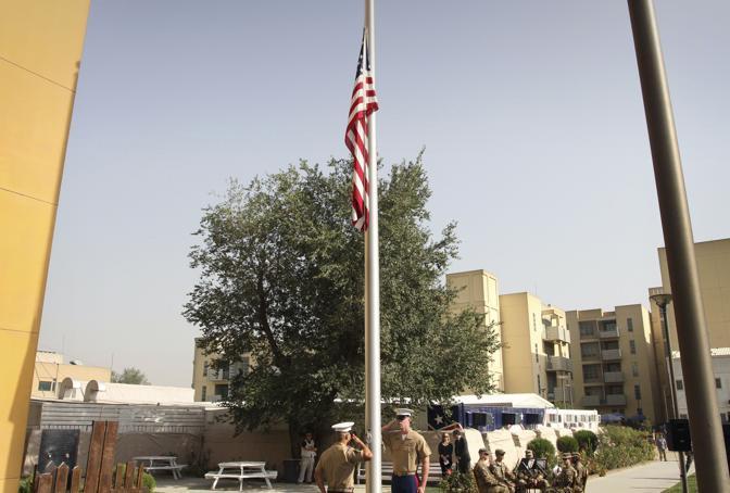 Ambasciata americana a Kabul: l'omaggio dei soldati americani ai connazionali morti negli attacchi dell'11 settembre anticipa di dieci ore le cerimonie newyorkesi (Ap)